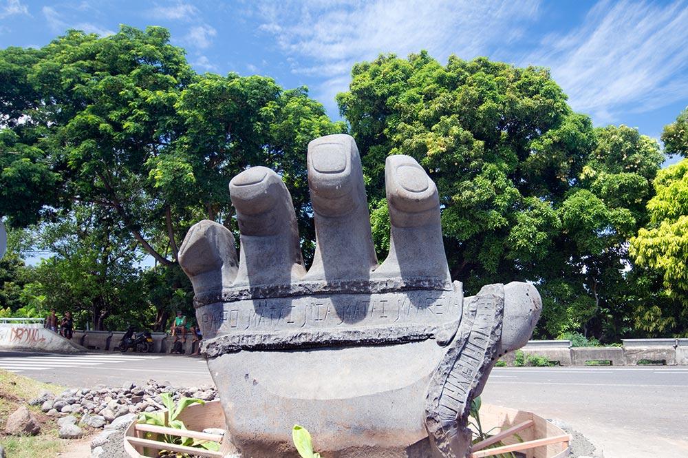 La sculpture Tefana aux mains brûlantes de Faa'a © Tahiti Heritage