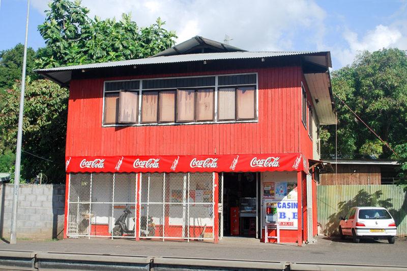 Magasin Abe rouge de Arue Tahiti.