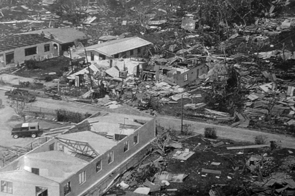 Le village de Vaiea à Maupiti après le cyclone de 1987