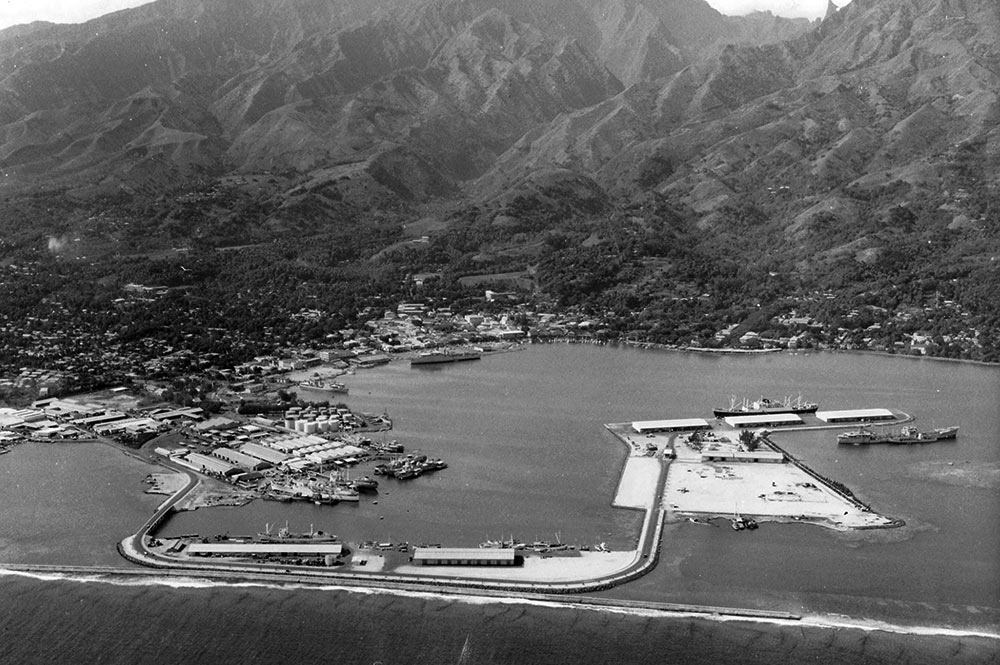 La digue reliant Motu-Uta à Papeete en 1966